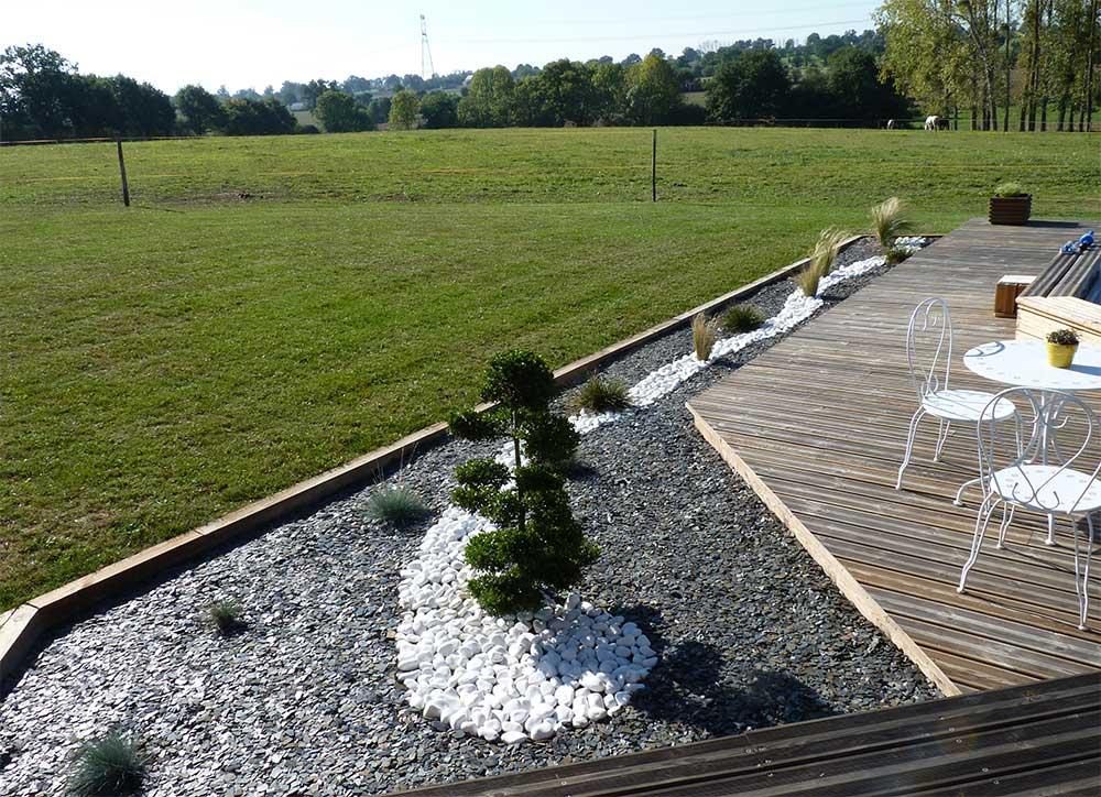 Création d'un massif avec paillage minéral en bordure de terrasse 2