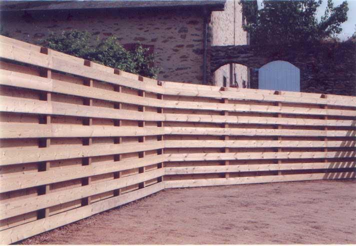 Réalisation d'une clôture en bois naturel traité classe 4 2