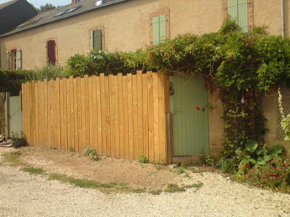 Réalisation d'une clôture en bois naturel traité classe 4 4
