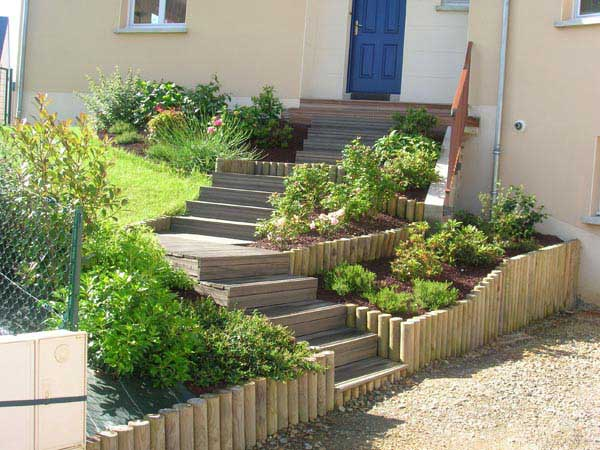 Création d'un escalier bois et bordures bois et massifs 4