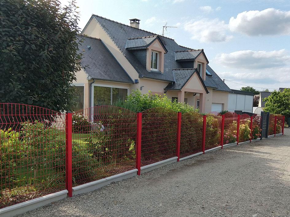 Réalisation d'une clôture en panneaux grillagés 12